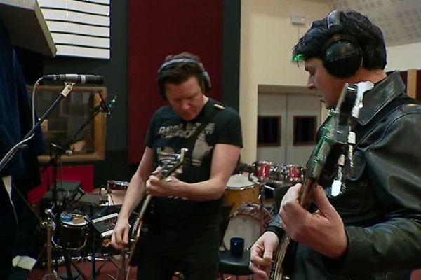 Les musiciens du Celtic Social Club enregistrent leur nouvel album à Rochefort.