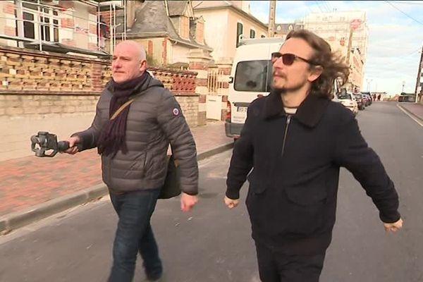"""Emmanuel Sokol et Laurent Deutsch sur le tournage du module """"A toute berzingue"""" consacré à Cabourg et Dives sur mer le 12 février 2019."""