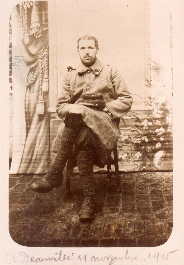 Henri pose le jour de son anniversaire, le 11 novembre 1915, alors qu'il se trouve à Deauville en convalescence après avoir été blessé.