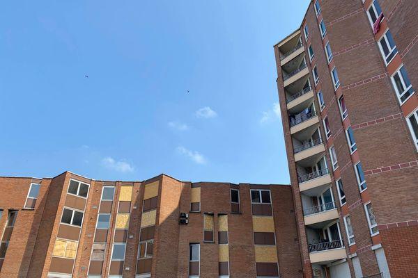 Une partie des appartements de cet immeuble situé dans le quartier de la Bourgogne ont été vidés de leurs occupants puisque le bâtiment va être démoli prochainement.