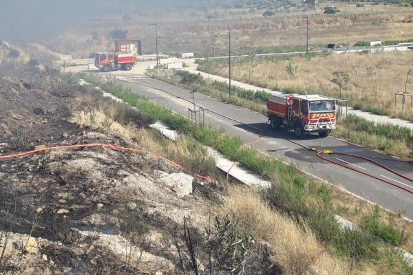 Le brûlage et les jets de mégots en bord de route sont souvent à l'origine des départs de feu de broussailles comme à Marignane.