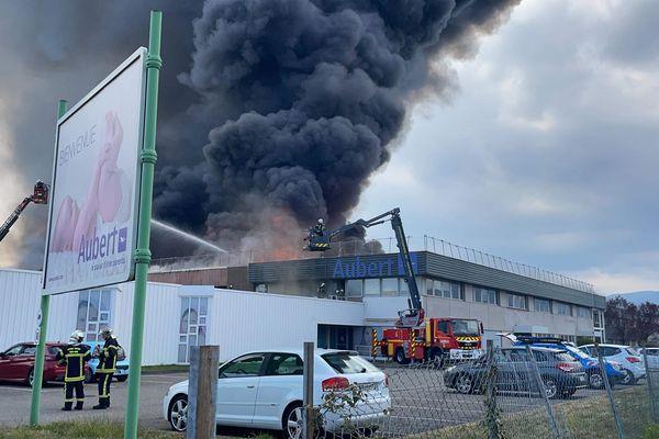 D'importants moyens de secours déployés à l'usine Aubert à Cernay