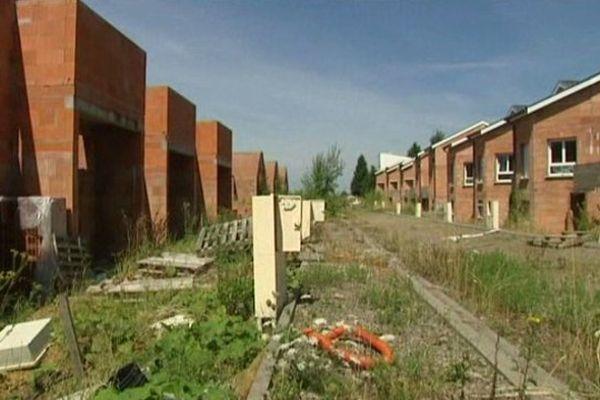 Le chantier de Cutry doit être bientôt démoli.. aux frais des propriétaires floués.