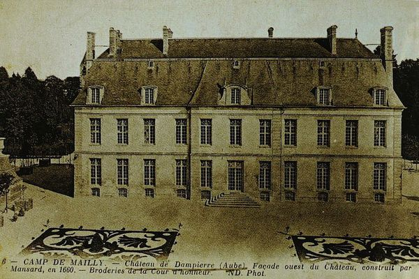 Le Château vient d'être cédé pour 675 000 Euros, l'ensemble du domaine a été cédé pour plus de 5 Millions d'Euros.