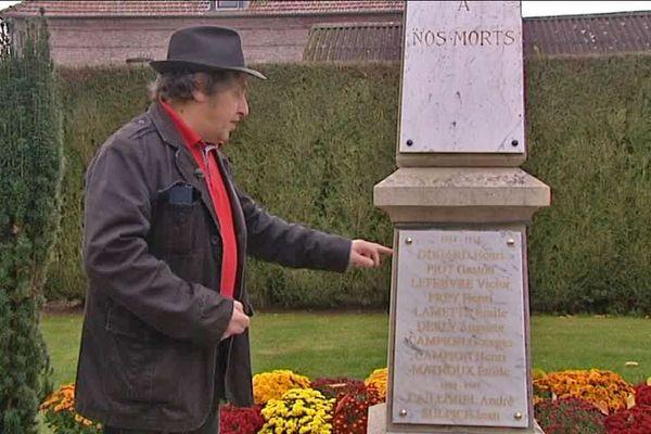 La plaque du monument a été refaite avec le nom de Gaston Piot, mort en 1914