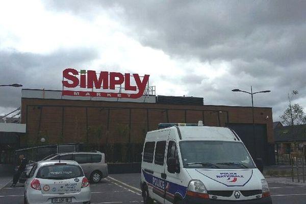 Le Simply Market de Lesquin est resté ouvert sans personnel ce mardi 14 juillet après-midi
