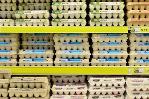 Les oeufs font partie des produits en tension. Les magasins sont toujours livrés mais la demande est plus forte que l'offre en ce moment.