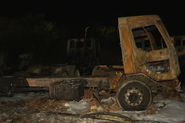 Une trentaine de camions ont été touchés par le feu