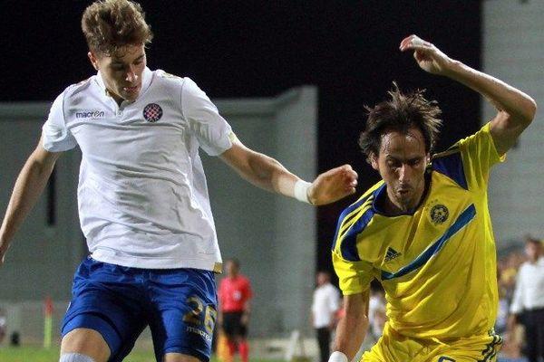 A gauche, la nouvelle recrue girondine, le Croate Toma Basic, milieu défensif de 21 ans, qui jouait à Hajduk Split.