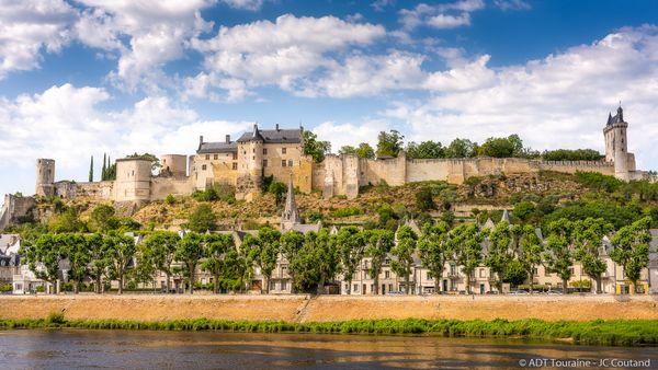 Construit par Henri II Plantagenêt, le palais du fort Saint-Georges se dressait à l'Est de la forteresse