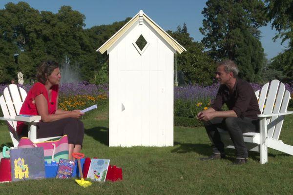 Caryl Férey invité de la Cabine de Pages dans le parc du Thabor à Rennes