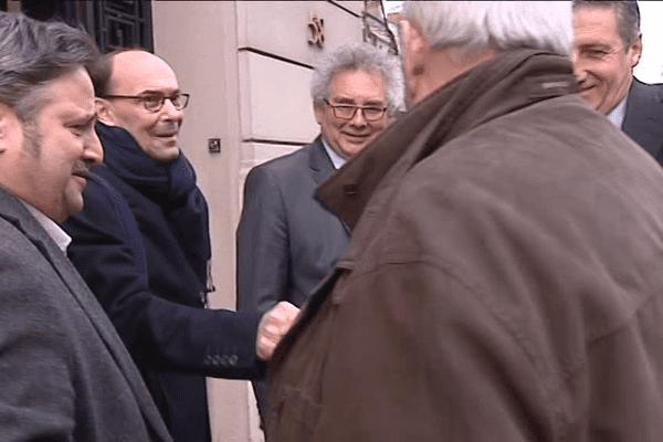 Dirigeants du Groupe OL et représentants des taxis lyonnais à leur arrivée à la Chambre des Métiers du Rhône.