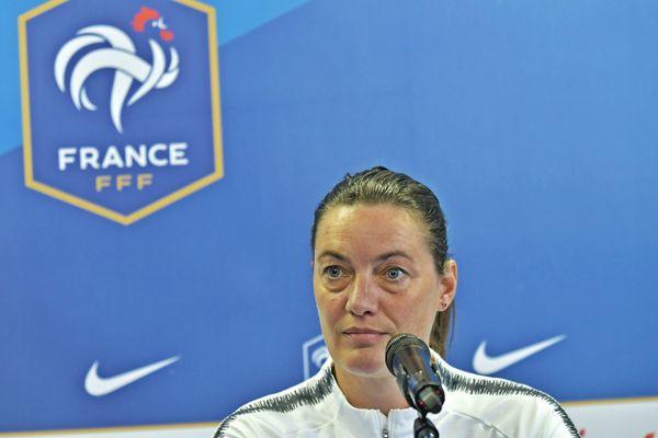 Corinne Diacre, sélectionneuse contestée par les joueuses de l'Olympique Lyonnais