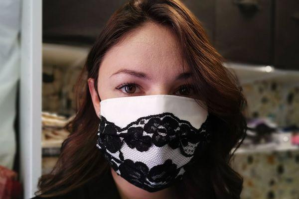 La dentelle ne sert que de décoration : les masques protègent bien du Covid-19.
