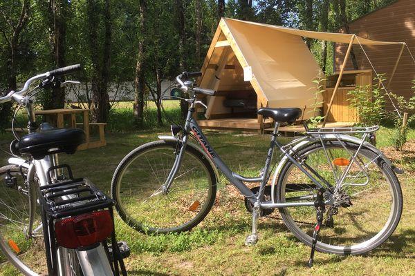 Au camping de Cheverny (41),  des espaces dédiés ont été créés pour les cyclotouristes