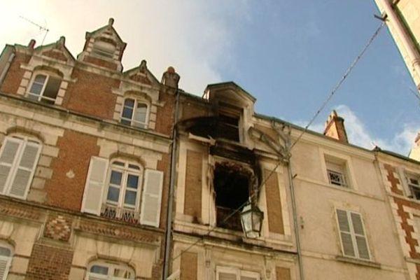 Le feu a pris au deuxième étage de cet immeuble d'habitation.