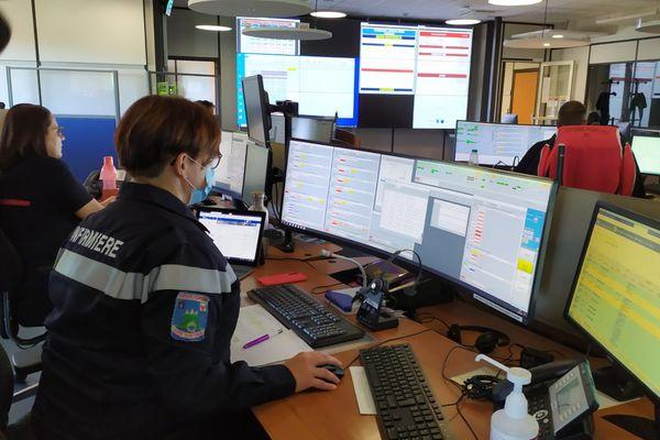 Le centre d'appel des sapeurs-pompiers des Alpes-Maritimes basé à Cagnes-sur-Mer.