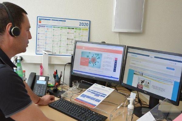 Chaque conseiller travaille dans son bureau pour respecter les règles de sécurité sanitaire