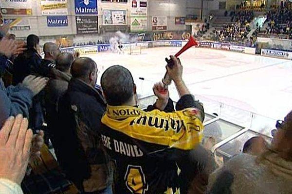 Le père David est un fan inconditionnel des Dragons de Rouen.