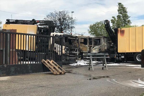 Incendie dans une entreprise de Vénissieux : 10 poids lourds détruits par les flammes ce dimanche 9 mai 2021 à la mi-journée