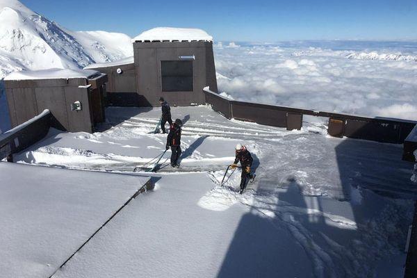 Opération déneigement à 3843 mètres d'altitude