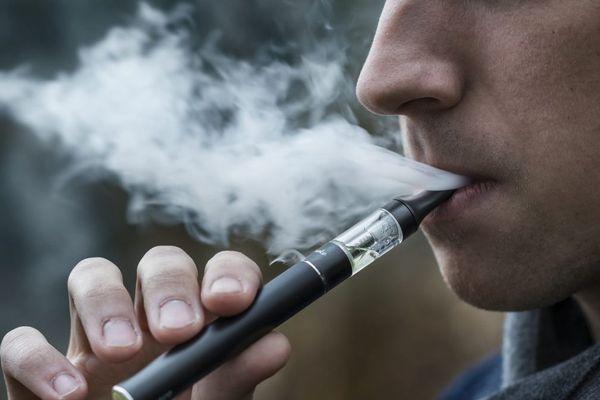 Le liquide à base de molécules de THC se trouvait dans des cigarettes électroniques.