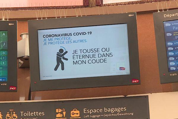 Les consignes d'hygiène sont affichées dans les gares SNCF