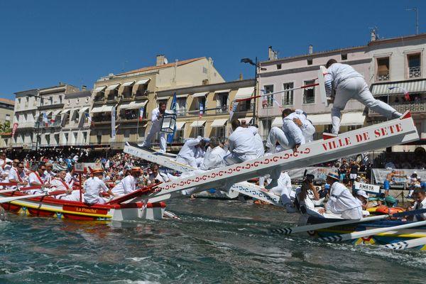 Le grand tournoi de joutes des lourds clôture les fêtes de la Saint Louis qui ont lieu tous les ans au mois d'août à Sète dans l'Hérault.