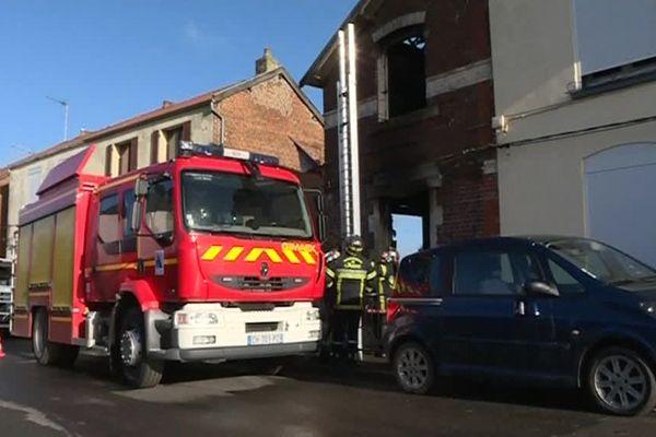 Intervention des pompiers au lendemain de l'incendie qui a fait deux morts à Hirson le 7 février 2019