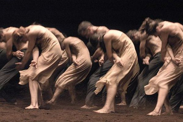 Le sacre du Printemps magnifié par la chorégraphie de Pina Bausch jusqu'à jeudi soir aux arènes de Nîmes.