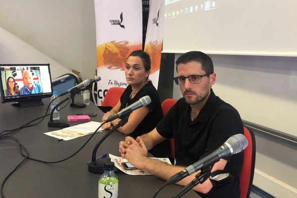 Josepha Giacometti Piredda et Petr'Antone Tomasi ont animé le débat international en visio-conférence avec les Sardes, Catalans, Basques, Kanaks et Kabyles.