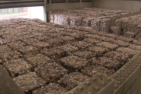 En février 2020, le hangar de stockage du centre de tri de Mornac en Charente était saturé de déchets