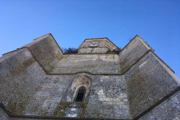 L'imposant clocher de l'église doit être restauré grâce à la Mission Bern.