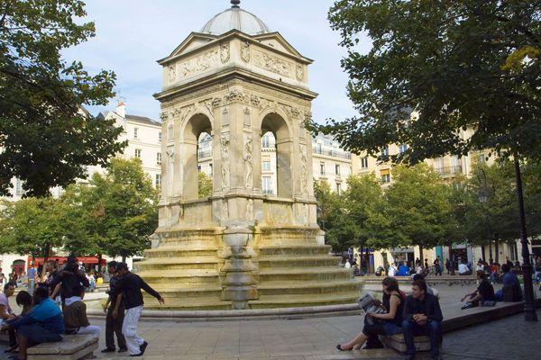 Des riverains s'inquiètent de l'état de la Fontaine des Innocents à Paris.