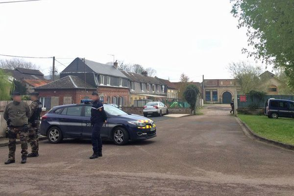Forces de gendarmerie déployées à Romilly-sur-Andelle (Eure)
