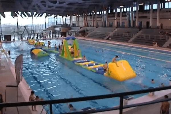 Pour fêter cet anniversaire, une structure gonflable est installée au milieu du bassin, pour la plus grande joie des petits et des grands.