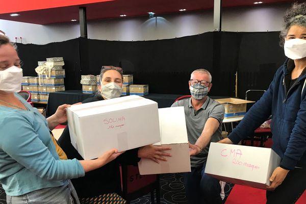 L'équipe de l'Usine Invisible a pu livrer ses premiers masques