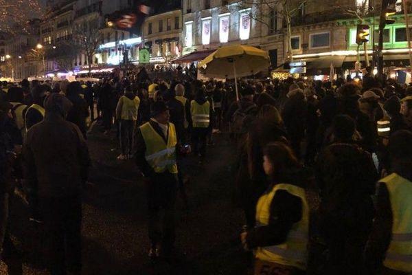 """Les gilets jaunes lancent leur première """"nuit jaune"""" ce samedi 26 janvier, pour transformer la place de la République en """"rond-point géant""""."""