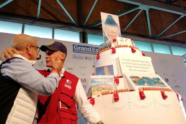 Philippe Buron-Pilâtre et Bertrand Piccard lors de la célébration des 20 ans du 1er tour du monde en ballon sans escale, mercredi 31 juillet 2017, à Chambley Planet'Air, à l'occasion du 16e Grand Est Mondial Air Ballons