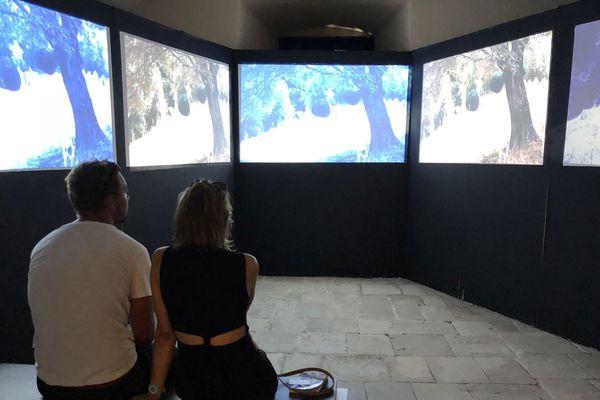 L'exposition Passeghji propose au musée de Bastia une traversée des rites, objets et espaces associés au culte funéraire en Corse et en Méditerranée.