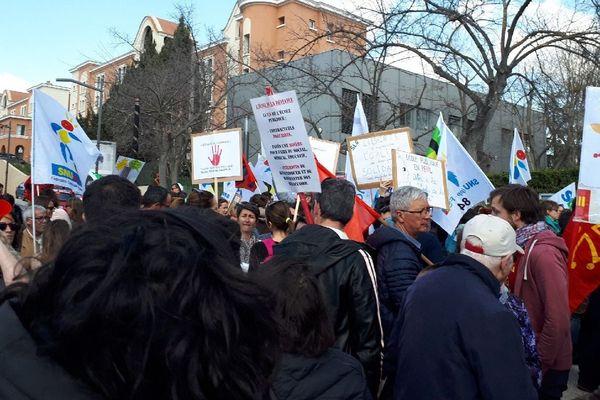 Selon les manifestants, un tiers des heures consacrées à l'enseignement du provençal dans les lycées est supprimé dans les Académies d'Aix-Marseille et Nice.