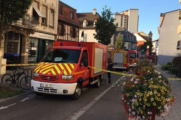 Plusieurs heures après l'incendie, les sapeurs-pompiers sont toujours sur place
