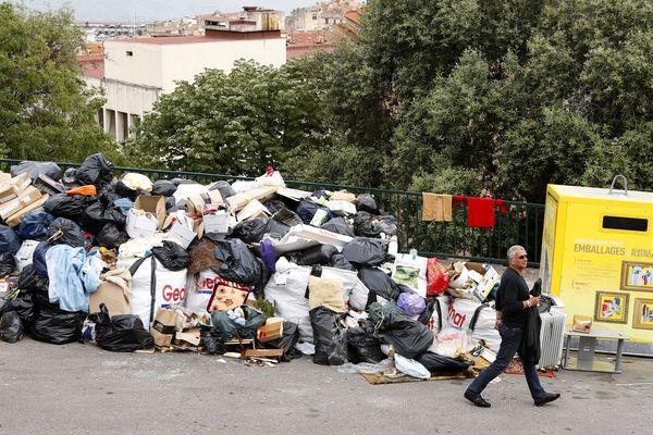 Mai 2018 - Après 11 jours de blocage, 4.000 tonnes de déchets étaient en souffrance dans les rues corses.