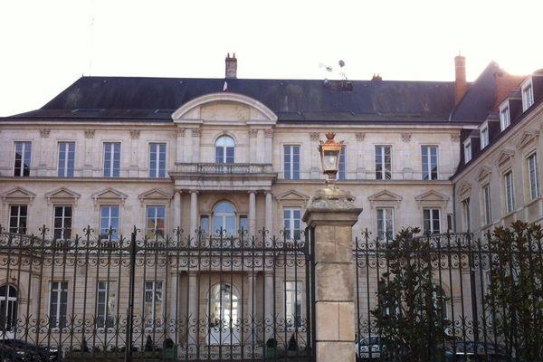 La préfecture du Loiret a mis en place une cellule d'information : 02.38.62.48.48