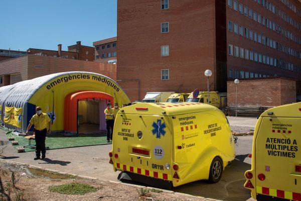 Lérida - Catalogne (Espagne) - services de secours et d'urgences Coronavirus devant l'hôpital universitaire - juillet 2020.