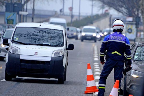 Les véhicules utilitaires portant la vignette Crit'Air 3 circulant dans la Zone à Faible Emission de la métropole de Lyon risquent de 68€ à 135€ d'amendes.