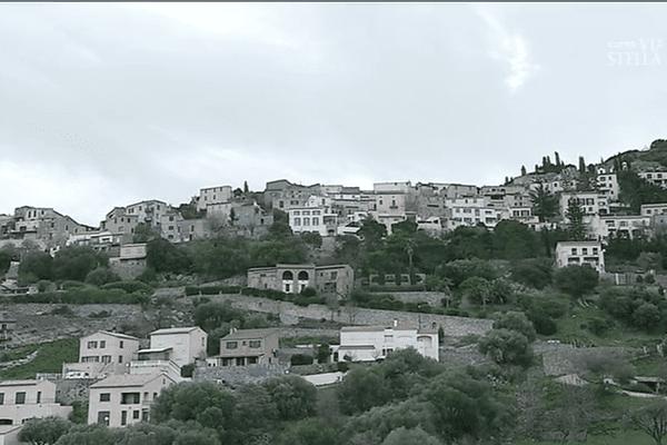 Le village de Monticellu, sur les hauteurs de l'Ile Rousse.