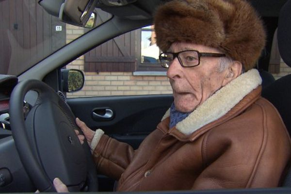 Gaston Bruynooghe, 97 ans, va continuer à conduire sa voiture.
