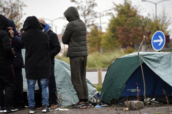 Coronavirus : à Calais, les associations poussent un nouveau cri d'alarme sur la situation des personnes migrantes