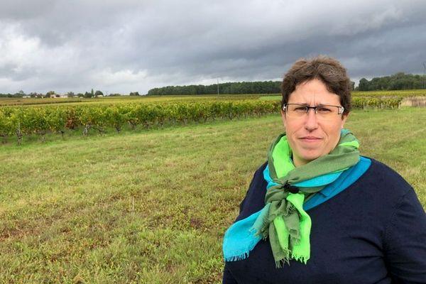 Marie-Lys Bibeyran, sur un vignoble à Listrac-Médoc, en Gironde.